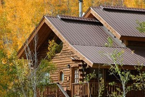Vista Verde Ranch :: Luxury, All-Inclusive Guest Ranch. Elegant log cabin or deluxe lodge room accommodations. Amenities include fine dining, activities, outdoor pool, & personalized service!