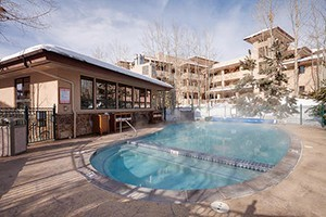 Canyon Creek Condos by Steamboat Resorts :: 2-4 bedroom condos conveniently located just 200 yards from the Gondola. Open floor plans, ample amenities and our professional staff keep guests feeling right at home!