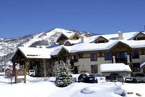 Eagle Ridge Lodge by Steamboat Resorts :: Located at the gateway to the Steamboat Springs ski area, this complex offers studio, 2, 3 & 4 bdrm condos boasting majestic mountain views from private decks & patios.