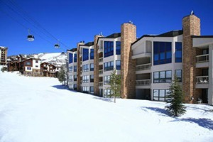 Chateau Chamonix Condos by Steamboat Resorts :: Luxury 2,3 & 4 bdrm condos at a true ski-in, ski-out location at Steamboat Resort. Amenities include outdoor heated pool, hot tubs, fitness room, on-site check-in, & shuttle.