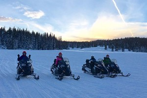 Steamboat Snowmobile Tours :: The best snowmobile tours in Steamboat Springs! Offering 2 hour & full day tours, 4 hour lunch tour, 2 hour sunset dinner tours, & spa/snowmobile packages. Book online today!