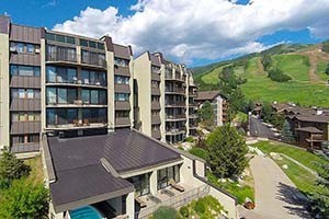 Bronze Tree Steamboat - Views, Views, Views! :: Enjoy awe-inspiring panoramic views and convenient ski access in these 2 & 3 bedroom vacation rentals. Amenities include indoor pool, hot tubs, shuttle, fitness center & more.