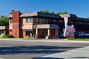Rabbit Ears Motel - Downtown Steamboat :: Quality lodging at affordable prices in downtown Steamboat Springs. A short walk to dining, shopping and more! Rates as low as $79/night. Modern comfort and friendly service!